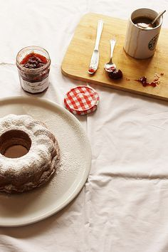 Milk Bundt Cake  http://cannellaemela.blogspot.it/2012/05/milk-bundt-cake.html