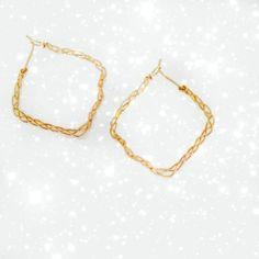 JewEL SEnsEオリジナルの三つあみピアスの『しかくいタイプ』です♪手作業で編み上げを行っておりますのでナチュラルな感覚でゴールドを楽しんでいただけるか... ハンドメイド、手作り、手仕事品の通販・販売・購入ならCreema。