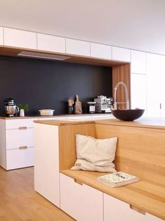 In some small spaces where you want higher utilization, you can try the Card seat design - Page 15 of 27 - zzzzllee Kitchen Island Storage, Farmhouse Kitchen Island, Modern Kitchen Island, Small Space Kitchen, Kitchen Benches, New Kitchen, Kitchen Dining, Kitchen Decor, Kitchen Islands