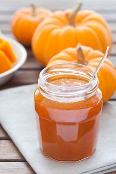 Tekvice v pohároch: Pripravte si tekvicové pochúťky - Pluska.sk Pumpkin Dessert, Easter Wreaths, Hot Sauce Bottles, Ham, Jelly, Paleo, Food And Drink, Honey, Cooking Recipes