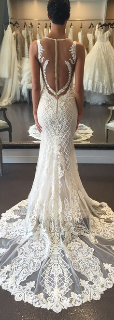Love, love, love the pattered lacework on this @bertabridal dress.