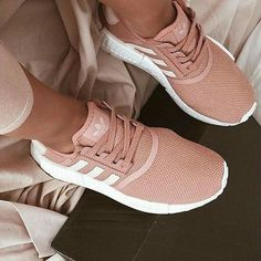 Trendy sneakers femme adidas nmd Ideas, - Trendy shoes for women - Schuhe Tennis Shoes Outfit, Women's Shoes, Shoe Boots, Shoes Men, Pink Nike Shoes, Light Pink Adidas Shoes, Cool Adidas Shoes, New Style Shoes, Shoe Shoe
