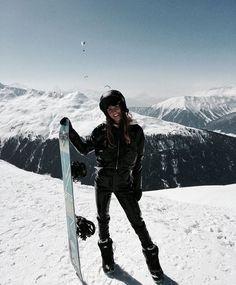 Aprés Ski Image in 19 Winter Looks, Mode Au Ski, Outfits Winter, Winter Instagram, Snowboard Girl, Snow Pictures, Snowboarding Outfit, Sport Outfit, Ski Season