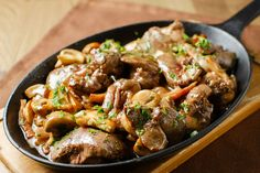 Slow Cooker Chicken Livers - Try these chicken livers chopped and sauteed with bacon and mushrooms, slow cooked with white wine and golden mushroom soup. Meat Recipes, Paleo Recipes, Chicken Recipes, Cooking Recipes, How To Cook Liver, How To Cook Beef, Guisado, Liver And Onions, Gastronomia