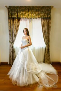 Elegant Vera Wang wedding gown from IWM. Photographed by Steven Leong (www.stevenleong.com). Makeup by Florence Wong.