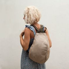 A unique design following geometrical and eliptical forms. Ideal for your walk or a working day. Adding extra protection to your personal belongings with hidden zipper at the back.