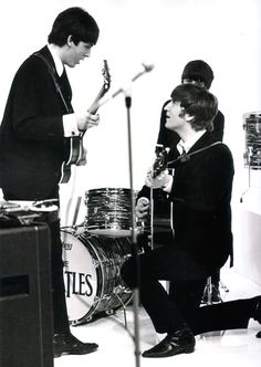 1964 - Paul McCartney, Ringo Starr and John Lennon in A Hard Day's Night film. Foto Beatles, Beatles Photos, Beatles Band, Paul Mccartney, John Lennon, Music Rock, A Hard Days Night, Pop Rock, Beetles