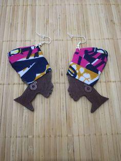 Boucles d'oreilles en bois motif femme avec un turban en wax par Afro-touch-by-taco pour Afrikrea. https://www.afrikrea.com/article/boucles-en-bois-femme-avec-turban-wax-bo-pendantes-et-gouttes-rose-pour-elle-boucles-d-oreille-percees-bois-tissu/HZMUY9R?u http://amzn.to/2svkI1s