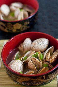 Sake-Steamed Clams (Asari no Sakamushi) (with recipe) Japanese Dishes, Japanese Food, Japanese Sake, Seafood Recipes, Cooking Recipes, Jai Faim, Steamed Clams, No Cook Meals, Asian Recipes