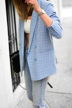 A must have blue checked blazer - Katiquette Blue Blazer Outfit, Blazer Outfits Casual, Blazer Outfits For Women, Plaid Blazer, Blazer Fashion, Blazer Dress, Blazers For Women, Stylish Outfits, Ladies Blazers