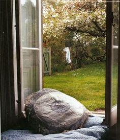 View through the open window Seat garden loundry love Window View, Open Window, Window Seats, Vie Simple, Bohemian Interior, Bohemian Homes, Exterior, Paris Apartments, Through The Window