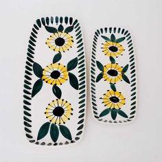 138 - Gul blomst med grønne blad - Stavangerflint Stavanger, Ceramics, Color, Scale, Ceramica, Pottery, Colour, Ceramic Art, Porcelain