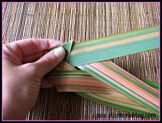 How to make flax flowers Step 4 Flax Flowers, Green Flowers, Diy Flowers, Flower Diy, Bamboo Crafts, Leaf Crafts, Palm Frond Art, Palm Fronds, Flax Weaving