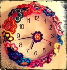 #Crochet clock by @gingerbreadbun