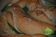 Tyto rohlíky vám připomenou dětství Czech Recipes, Bagel, Bread, Baking, Czech Republic, Food, Chef Recipes, Brot, Bakken