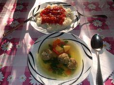 Édua májgombóc levese  rizses édessavanyú mártással.
