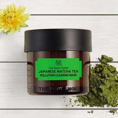 This exfoliating Japanese Matcha Tea Pollution Clearing Mask works to get rid of pollutants and impurities leaving skin fresher. Matcha green tea extract – known for its anti-inflammatory properties. The Body Shop The Body Shop, Body Shop At Home, Japanese Matcha Tea, Matcha Green Tea, Aloe Vera, Masque Anti Pollution, Matcha Benefits, How To Apply Lipstick, Cleansing Mask