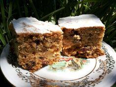 Φανουρόπιτα με μήλο Greek Cake, Greek Sweets, Angel Cake, Cookie Frosting, Greek Recipes, Dessert Bars, Vegan Desserts, Cake Pops, Cupcake Cakes