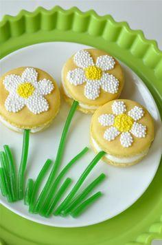 Cute and sweet Springtime Daisy Macarons