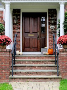 Fall decor for the entrance to your home | Decorating secrets to create a welcoming seasonal entryway | #Designthusiasm