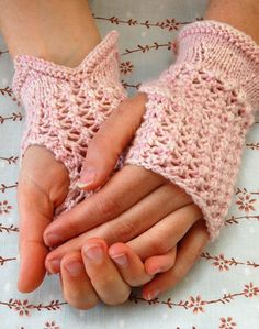 Pretty Lace Hand Warmers. Free Pattern.  Notice that lovely V-opening at the wrist!