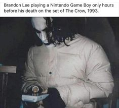 "Last photo of Brandon Lee playing with a game boy just hours before his death on the set of ""The Crow"" in 1993 Brandon Lee, Bruce Lee, Crow Movie, I Movie, Game Boy, The Crow Quotes, Martial, Wild Love, History Photos"