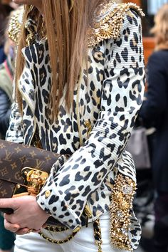 Paris Fashion Week Street Style - Anna Dello Russo indulges in bold opulence Trend Fashion, Love Fashion, High Fashion, Womens Fashion, Fashion Outfits, Cheap Fashion, Fashion Beauty, Animal Print Fashion, Fashion Prints