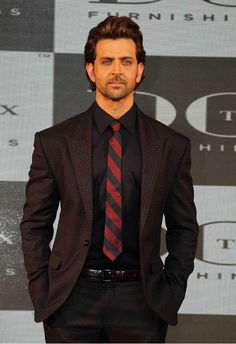 Hrithik Roshan style dotted suit tie black shirt dapper look Mature Mens Fashion, Mens Fashion Suits, Indian Celebrities, Bollywood Celebrities, Bollywood Stars, Bollywood Fashion, Hrithik Roshan Hairstyle, Workout Plan For Men, Poses For Men