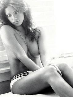 Adriana Lima protagoniza la portada de la edición Inglesa de la revista Esquire