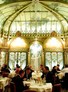 Restaurant La Fermette Marbeuf, 5 Rue Marbeuf (off Av. Georges V), Paris
