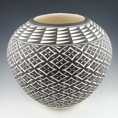Black and White Acoma Pot with Floral Design - Pueblo Pottery - Pottery - Garland's Indian Jewelry Glass Ceramic, Ceramic Pottery, Pottery Art, Ceramic Art, Pottery Designs, Native American Pottery, Native American Art, American Indians, Navajo
