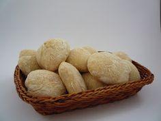 Ho leggermente modificato la ricetta originale che troverete qui  perchè in casa mia amano i panini piccoli. Risultato? Direi strepitoso....