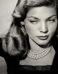 Remembering Lauren Bacall who passed away five years ago today. Lauren Bacall, born Betty Joan Perske, was a loving wife and mother, and a… Hollywood Icons, Old Hollywood Glamour, Golden Age Of Hollywood, Vintage Glamour, Vintage Hollywood, Hollywood Stars, Vintage Beauty, Hollywood Actresses, Hollywood Divas