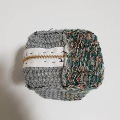 [공유] 코바늘 뜨기로 통통한 사각 파우치 만들기 : 네이버 블로그 Crochet Projects, Diy And Crafts, Beanie, Hobby, Sewing, Hats, Tejidos, Bags, Stuff Stuff