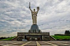 Родина - Мать смотрит на Россию. И в руках ее щит и меч. И она точно знает откуда идет фашист. « Retrans24