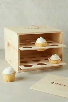 diy cupcake carrier, fully enclosed box style with door includes free plans, holds 18 regular cupcakes Assiette Design, Wood Projects, Woodworking Projects, Woodworking Bench, Sewing Projects, Cupcake Carrier, Pie Box, Cupcake Boxes, Diy Cupcake