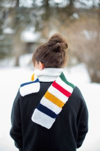 This Hudson Bay-Inspired Scarf is a very quick knit and potentially could help bust through a few yarn stashes. All you need is five colors of worsted weight yarn and size 9 knitting needles! Easy Knitting Patterns, Knitting Projects, Crochet Patterns, Simply Knitting, Free Knitting, Knitting Needles, Knitting Machine, Crochet Scarves, Knit Crochet