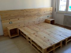 100 DIY Ideas For Wood Pallet Beds: Rehashing is budget friendly and environmentally healthy activity. So get ready to have mesmerizing wood pallet beds at your Diy Pallet Bed, Wooden Pallet Furniture, Wood Pallets, Pallet Wood, Furniture Ideas, Pallet Couch, Pallet Patio, Outdoor Furniture, Platform Bed Designs
