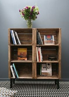 35 ideas for recycling wooden crates: they& find a place in your home! Source by annesoduj The post 35 ideas for recycling wooden crates: they& find a place in your home! appeared first on Wooden. Crate Bookshelf, Bookshelf Ideas, Wood Crate Shelves, Diy Bookshelf Design, Creative Bookshelves, Wood Shelf, Diy Home Decor, Room Decor, Crate Furniture