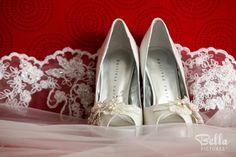 Beautiful white wedding shoes #martinezvalero