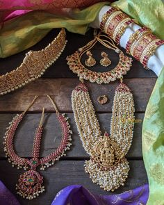 Indian Jewelry Earrings, Indian Jewelry Sets, Jewelry Design Earrings, Indian Wedding Jewelry, Bridal Jewelry Sets, Bridal Jewellery, Gold Jewelry, India Jewelry, Gold Necklaces
