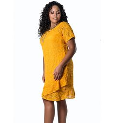Modelo de vestido plus size de renda amarelo lenner plus Casino Dress, Casino Outfit, Vestidos Plus Size, Babe, Moda Plus Size, Bella Swan, Ford, Leggings, Pulls
