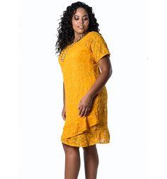Vestido Plus Size de Renda Amarelo Lenner Plus  #modaplussize #roupasplussize #roupasfemininas #modafeminina #plussize #beline