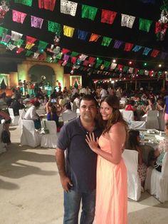 Con mi esposo celebrando la noche mexicana