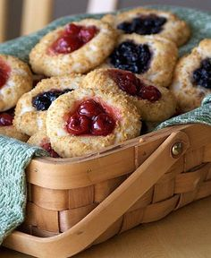 Pic: Cute country basket of Berry Cheesecake cookies - My idea: Use puffed pastry or sugar Cookies. Maybe even make mini berry pies. I just love that berry basket idea! - Lucy V. <3