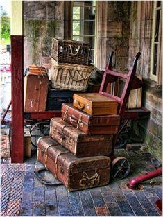 Antique vintage luggage collection display @rubylanecom #vintagebeginshere www.rubylane.com