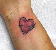 52 modèles de tatouage licorne ailé - 3 https://tattoo.egrafla.fr/2016/02/19/modeles-tatouage-coeur/