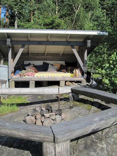 Small shelter house ideas for backyard garden landscape (37)