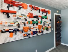 Peg Board Walls, Diy Peg Board, Nerf Gun Storage, Toy Storage Solutions, Storage Hacks, Ikea Pegboard, Peg Wall, Nerf Toys, Gun Rooms