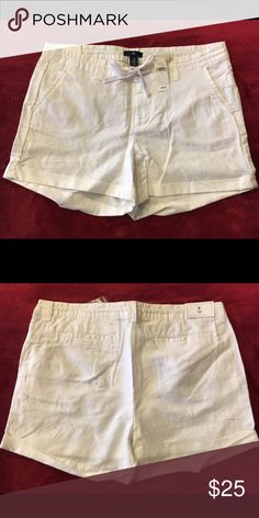 💥NEW!!!💥 White 💕GAP💕 Women's Shorts, size 8💝 💖NWT, Never worn.💖 White GAP Shorts, women's size 8.        ~Thanks for shopping by 😉 and taking a look. ❗️**Please N🚫 Trades, N🚫 Holds, N🚫 Low Ball offers.** ❗️Thank you!**👜👗👠👛👟💄🛍 {Smoke-Free Home!} GAP Shorts